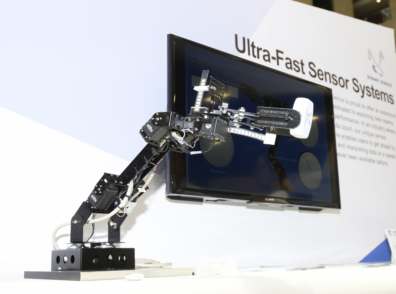 工研院與美國半導體廠Brewer Science合作以終端成品應用於智慧工廠的方式展示超高速反應感測器(Ultra-fast Sensor Systems)。