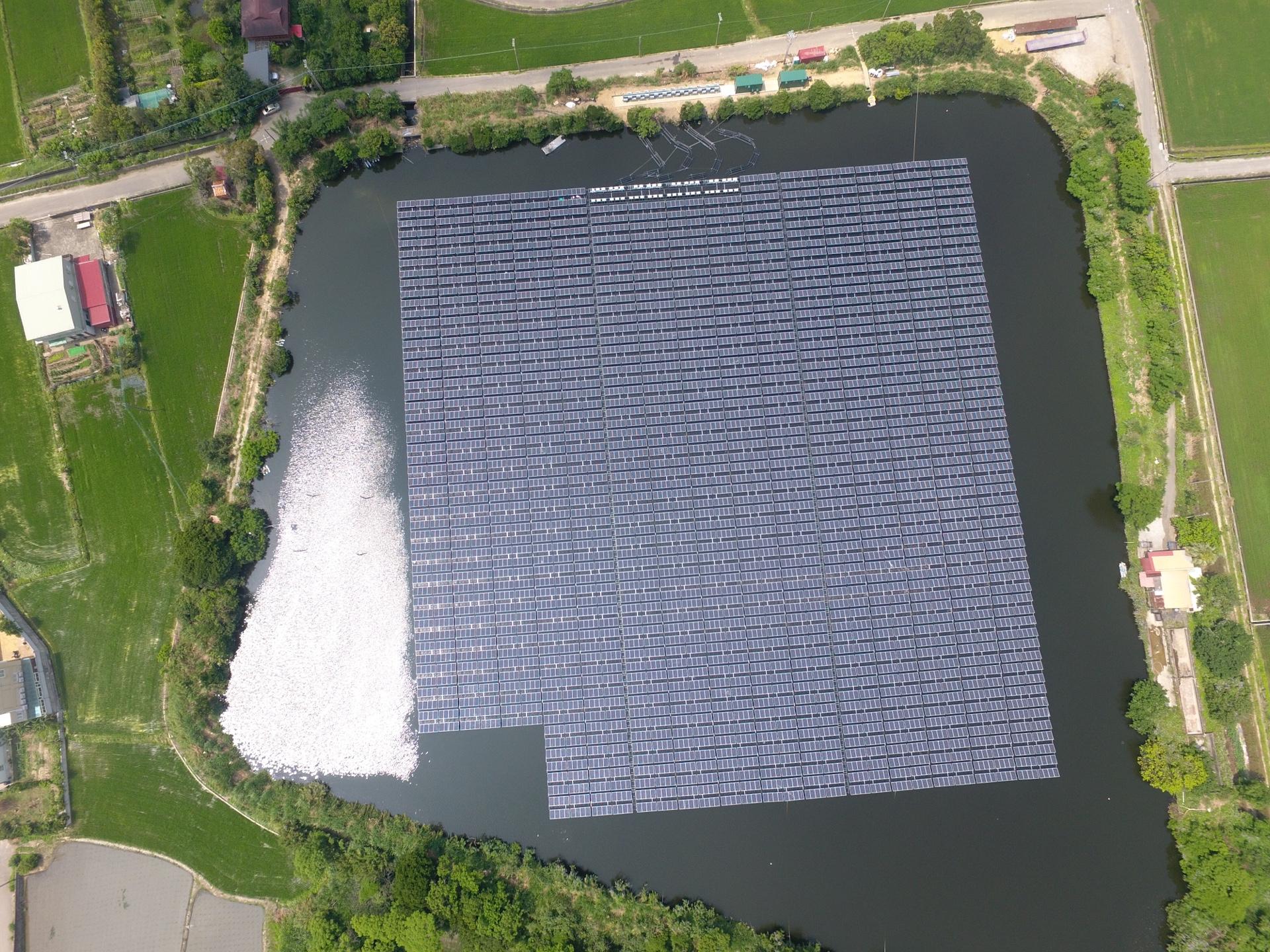 師法箱網,旭東浮動式太陽能攻南向
