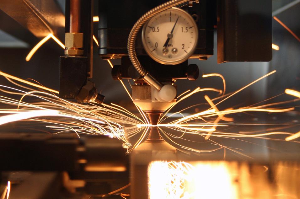 雷射修邊技術  降低超薄玻璃破片風險