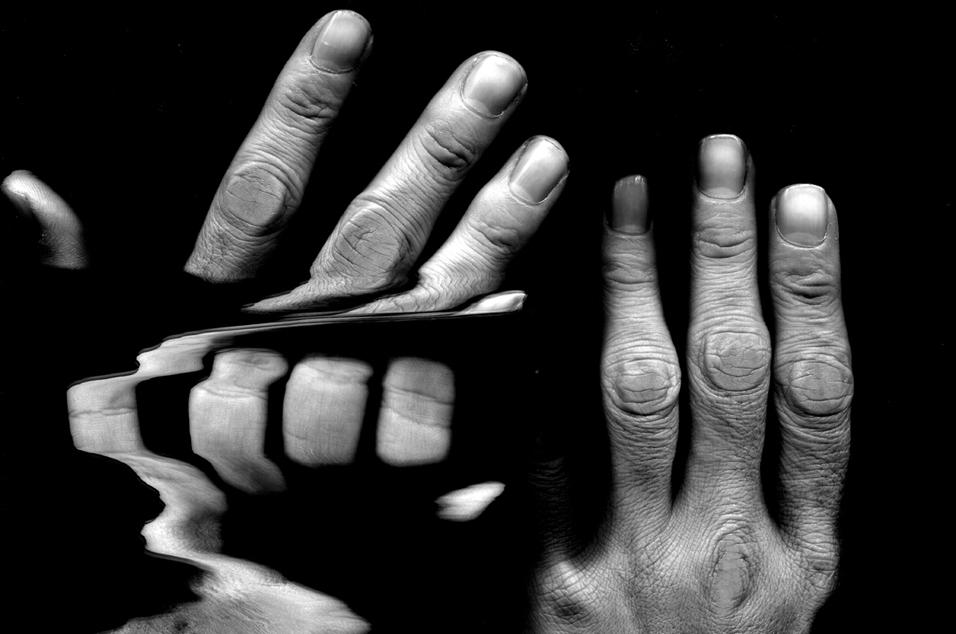 食事、書寫全到位!解決抖手困擾 – 高敏銳觸覺感知穿戴式輔具 抑制原發性顫抖症