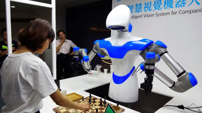 首度在臺亮相!工研院「智慧視覺機器人」西洋棋超強 與人類對弈沒輸過
